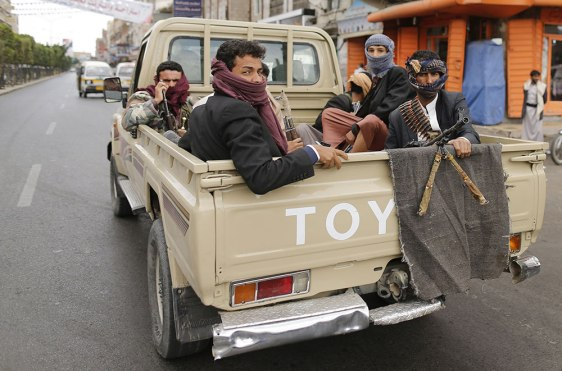 Shi'ite Houthi rebels ride a patrol truck in Sanaa October 9, 2014. REUTERS/Khaled Abdullah